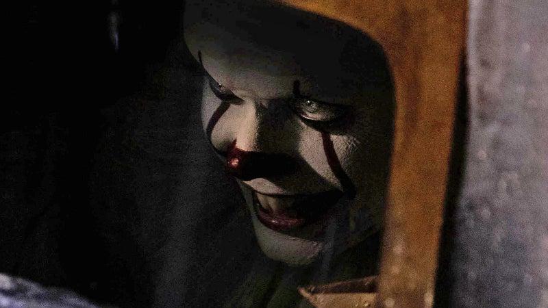 Wallpaper It Clown Bill Skarsgard Horror 2017 Hd: 'IT' Extended Preview Recreates Iconic Scene