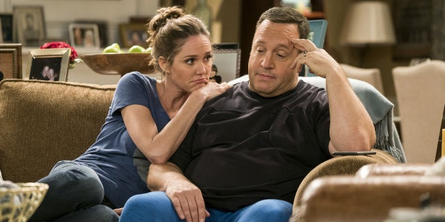 ct-kevin-can-wait-drops-erinn-hayes-for-leah-remini-20170605