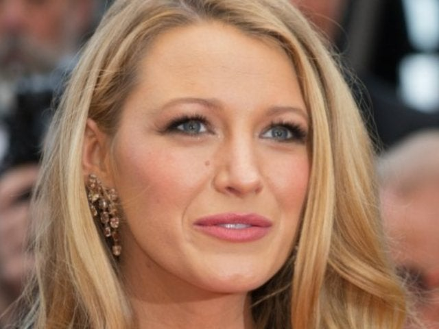 Blake Lively Looks Stylish Even With Hand in Cast