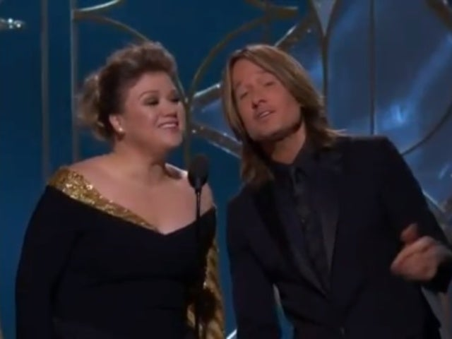 Keith Urban and Kelly Clarkson Sing Surprise Duet During Golden Globes