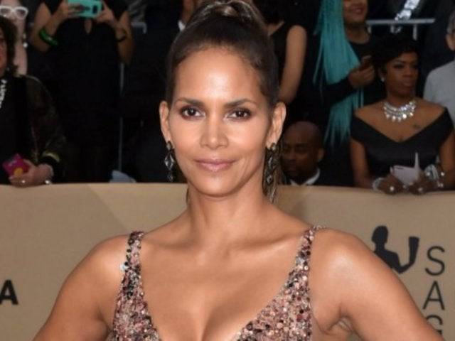 Halle Berry Glitters in 'Amazing' Dress at SAG Awards