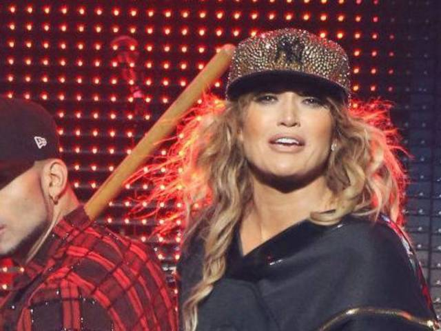 Jennifer Lopez Rocks Yankees Hat at Concert in Support of Alex Rodriguez