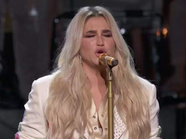 Kesha Fans Uncork Their Emotions After Singer's Empowering Grammys Performance