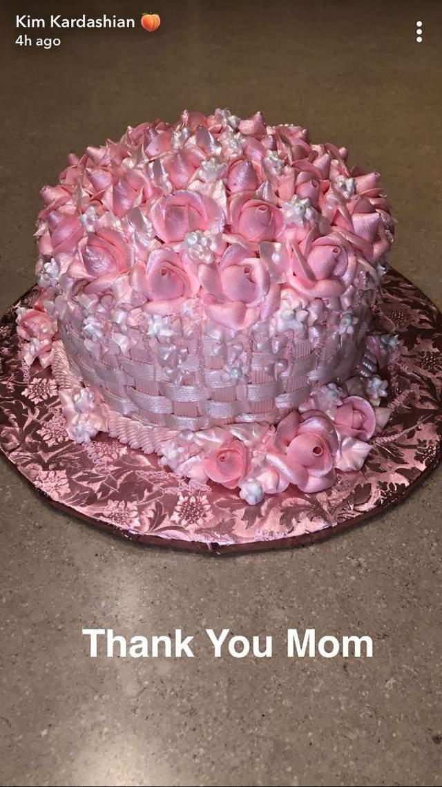 kim_kardsahian_cake_snapchat