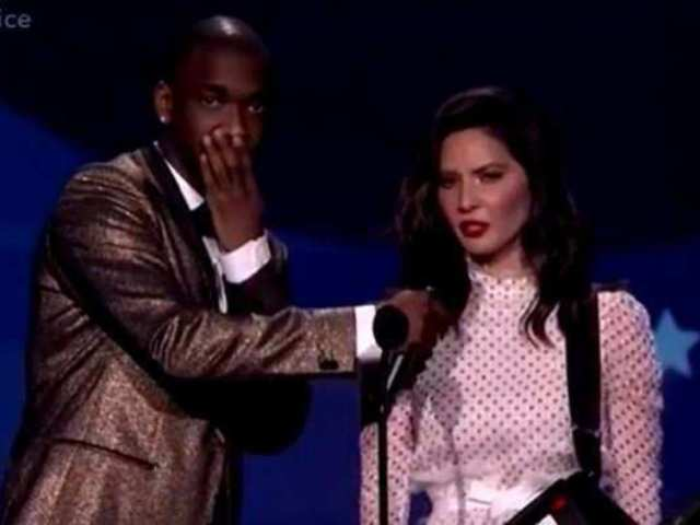 Twitter Trashes Olivia Munn's Rap Opening for Critics' Choice Awards