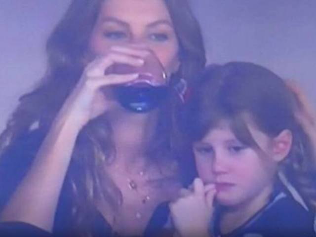 Gisele Bundchen Chugs Wine as Tom Brady's Super Bowl Hail Mary Flops