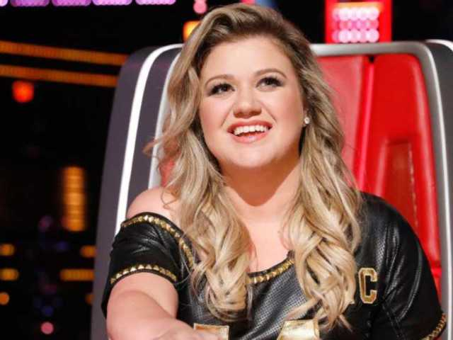 'The Voice': Adam Levine Blocks Kelly Clarkson From Nabbing New York Singer