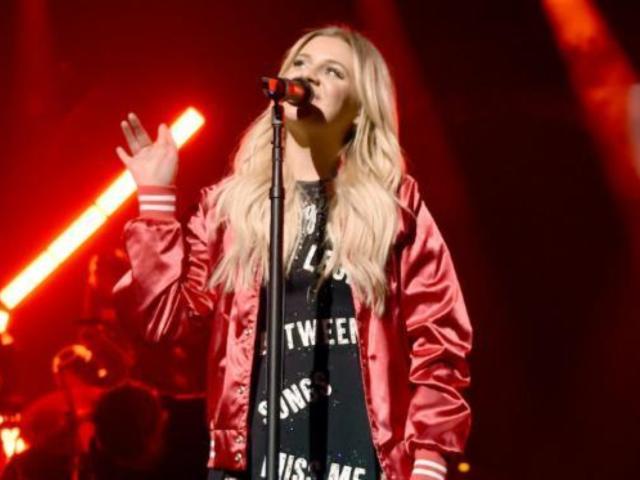 Kelsea Ballerini Shines During Sold-Out Nashville Show