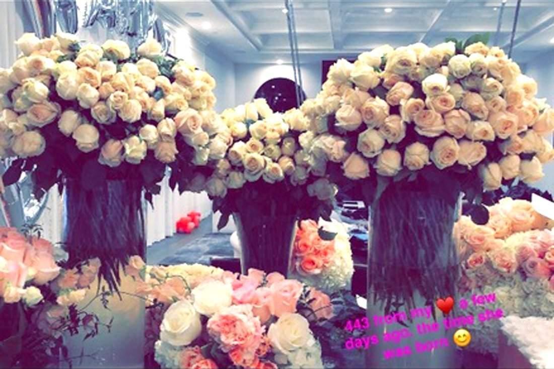 kylie-jenner-travis-scott-stormi-flowers