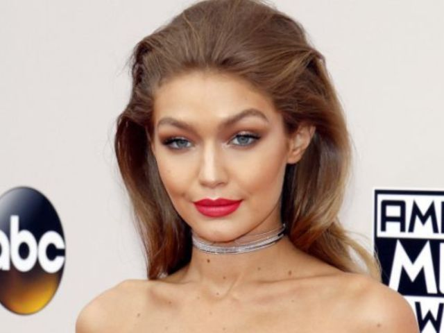 Gigi Hadid Steps out Smiling in NYC Following Split From Zayn Malik