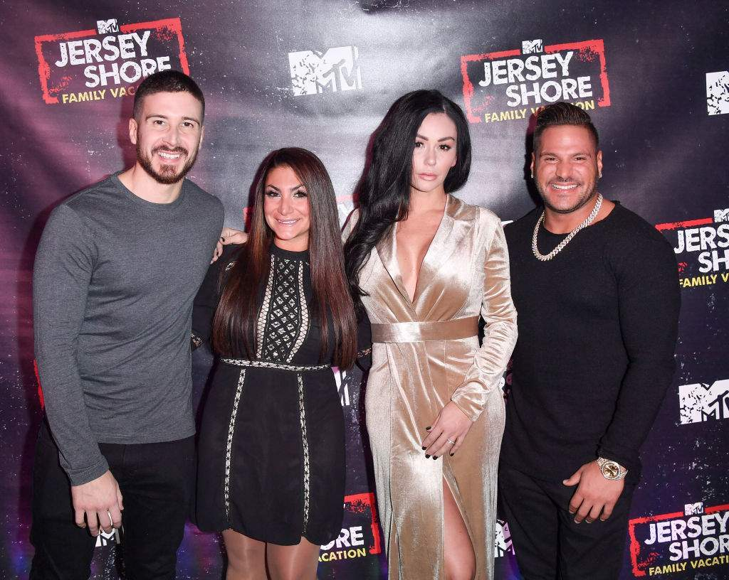jwoww shimmers in leg baring dress during 39 jersey shore family vacation 39 premiere. Black Bedroom Furniture Sets. Home Design Ideas