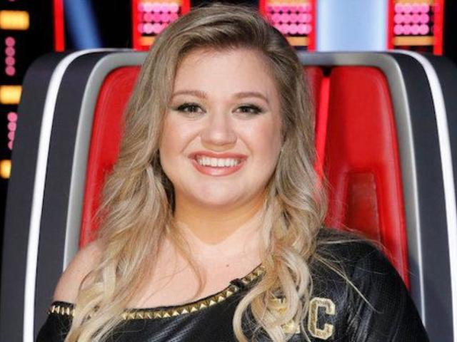 'The Voice': Kelly Clarkson Brought to Tears After Rejecting Fan