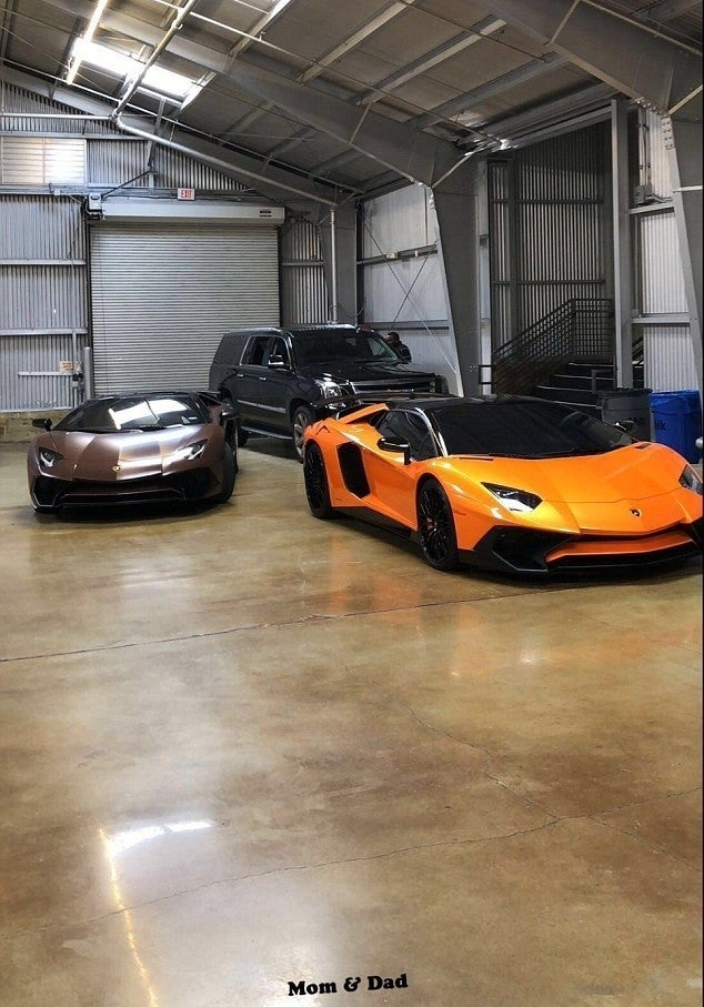 Kylie Jenner Shows Off Mom Amp Dad Lamborghinis For