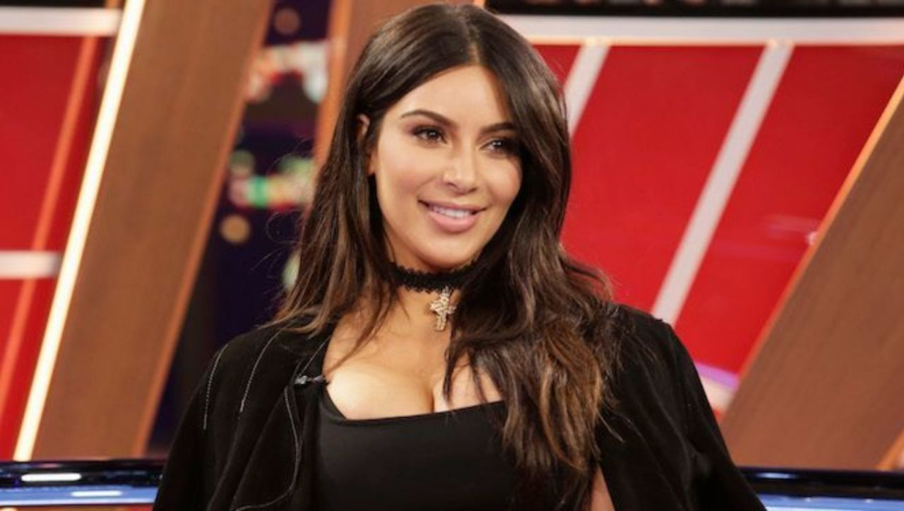 Kim kardashian makes embarrassing spelling error on kourtneys kim kardashian makes embarrassing spelling error on kourtneys birthday card bookmarktalkfo Image collections