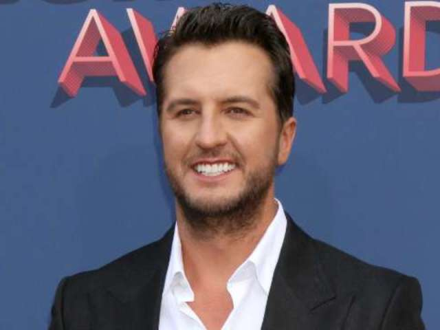 Luke Bryan Teases Blake Shelton About Gwen Stefani at ACM Awards