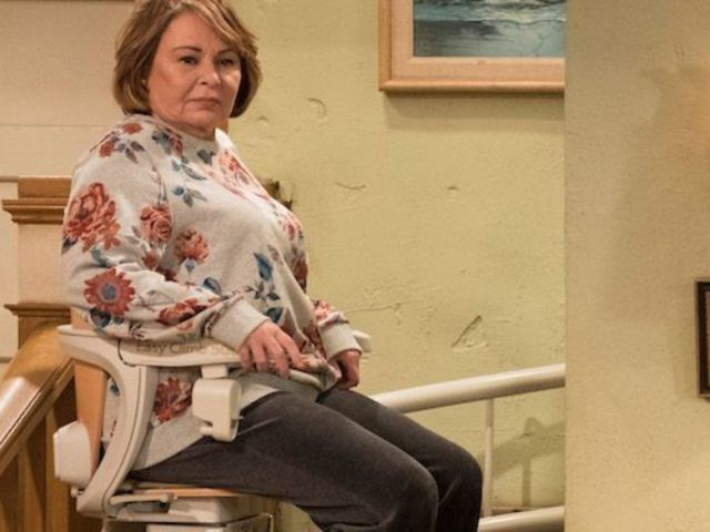 'Roseanne' Uses Elevator Chair for the First Time, Twitter Laughs out Loud