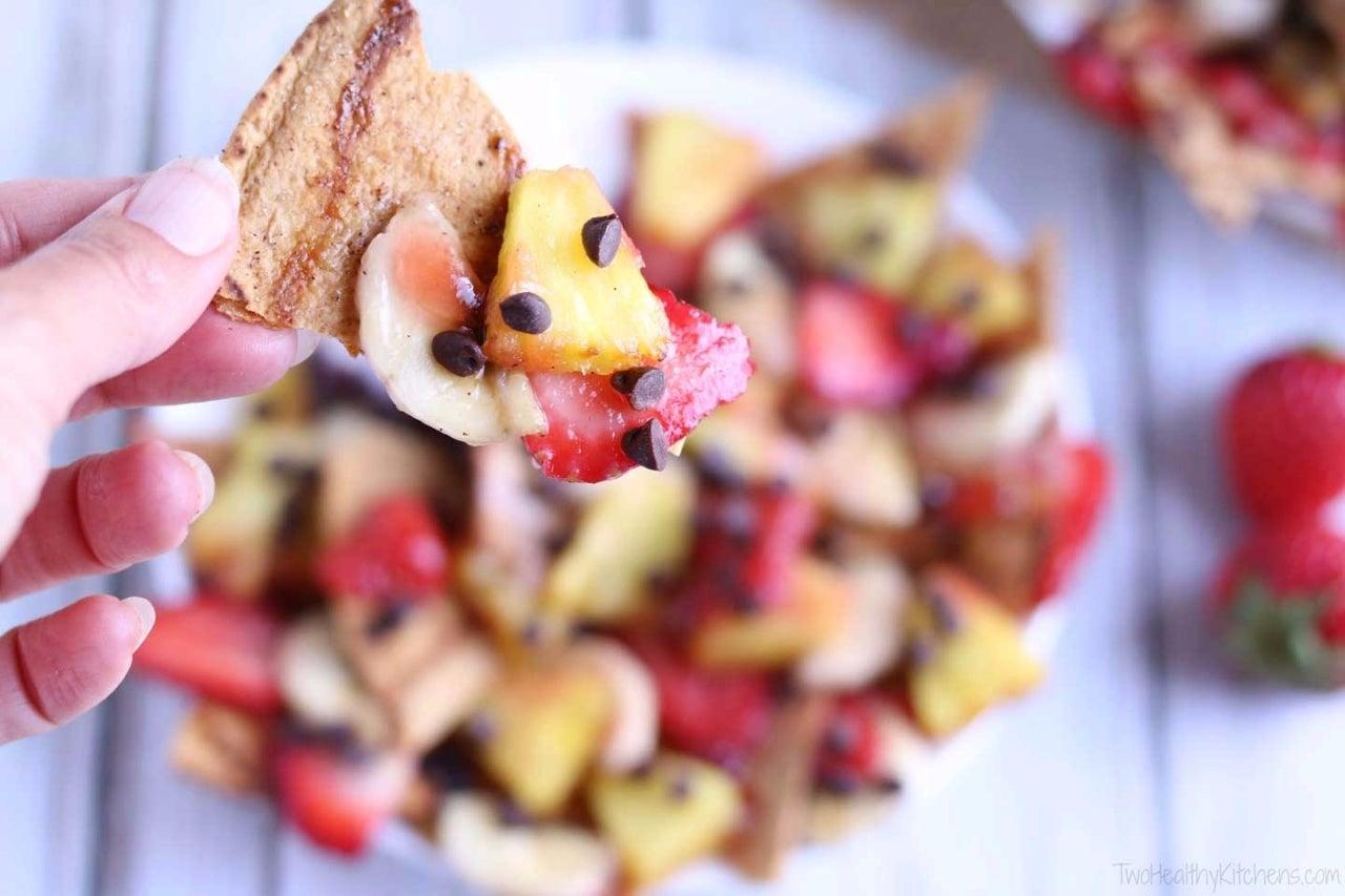 Banana-Split-Grilled-Dessert-Nachos-Closeup-horiz-watermarked
