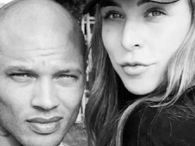 Jeremy Meeks' Pregnant Girlfriend Chloe Green Caught Vaping