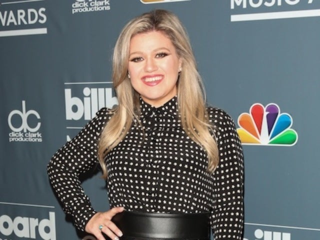 Kelly Clarkson Flaunts New Trim Figure Ahead of Billboard Music Awards