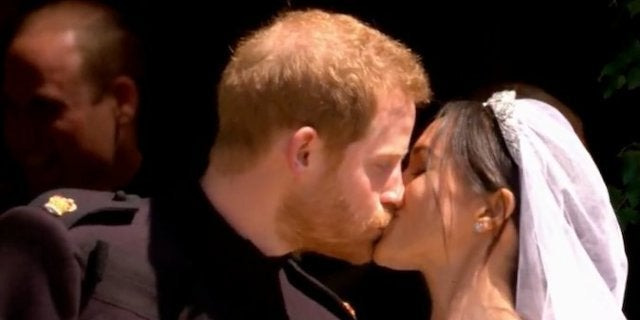 prince-harry-meghan-markle-first-kiss-royal-wedding