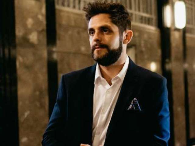Watch Thomas Rhett's New Video For 'Leave Right Now'