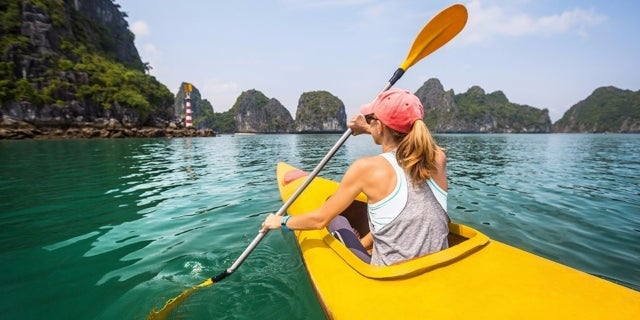 woman-kayaking-53398