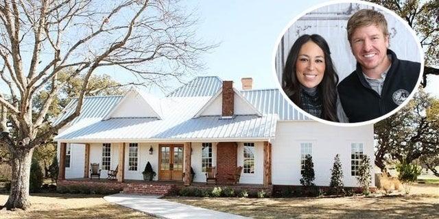 peek inside chip and joanna gaines 39 texas farmhouse. Black Bedroom Furniture Sets. Home Design Ideas