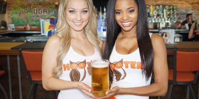 hooters-fathers-day-deal