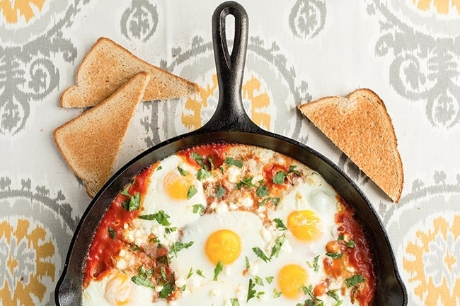 skillet-baked-eggs-with-tomatoes-and-chickpeas-edit-2-20020039