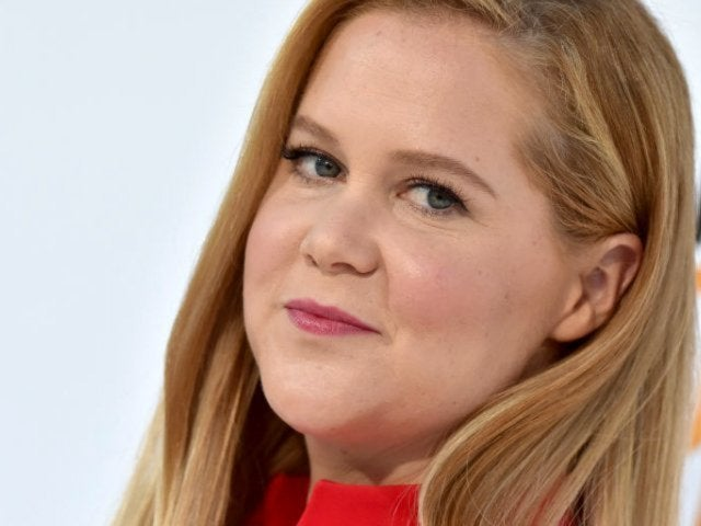 Amy Schumer Convinces Fans She's Pregnant With New Photo