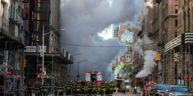manhattan-pipe-explosion-opens-crater-new-york-city