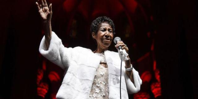 Aretha Franklin Doctors Reportedly Inform Family Her Death Is Imminent