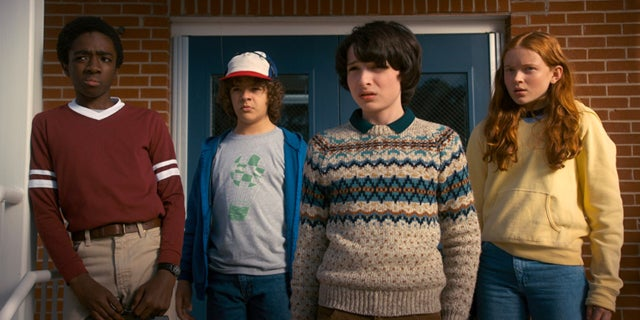 Stranger-Things-2-Netflix-2017-fb