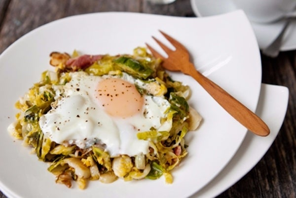 brussels-sprouts-bacon-egg-hash-plateclose