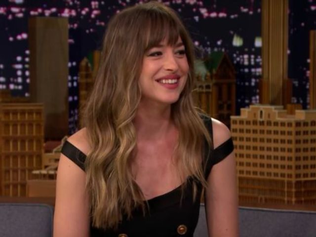 Dakota Johnson Explains That Jennifer Aniston-Angelina Jolie Moment at the Golden Globes