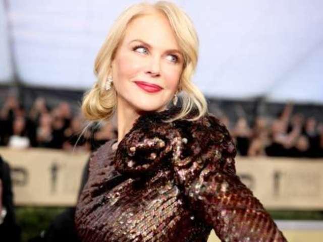 Nicole Kidman Looks Amazing in Backless Dress on SAG Awards Red Carpet