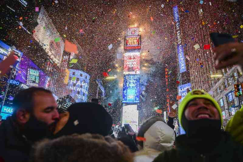 times-square-2017-new-years-eve-shutterstock