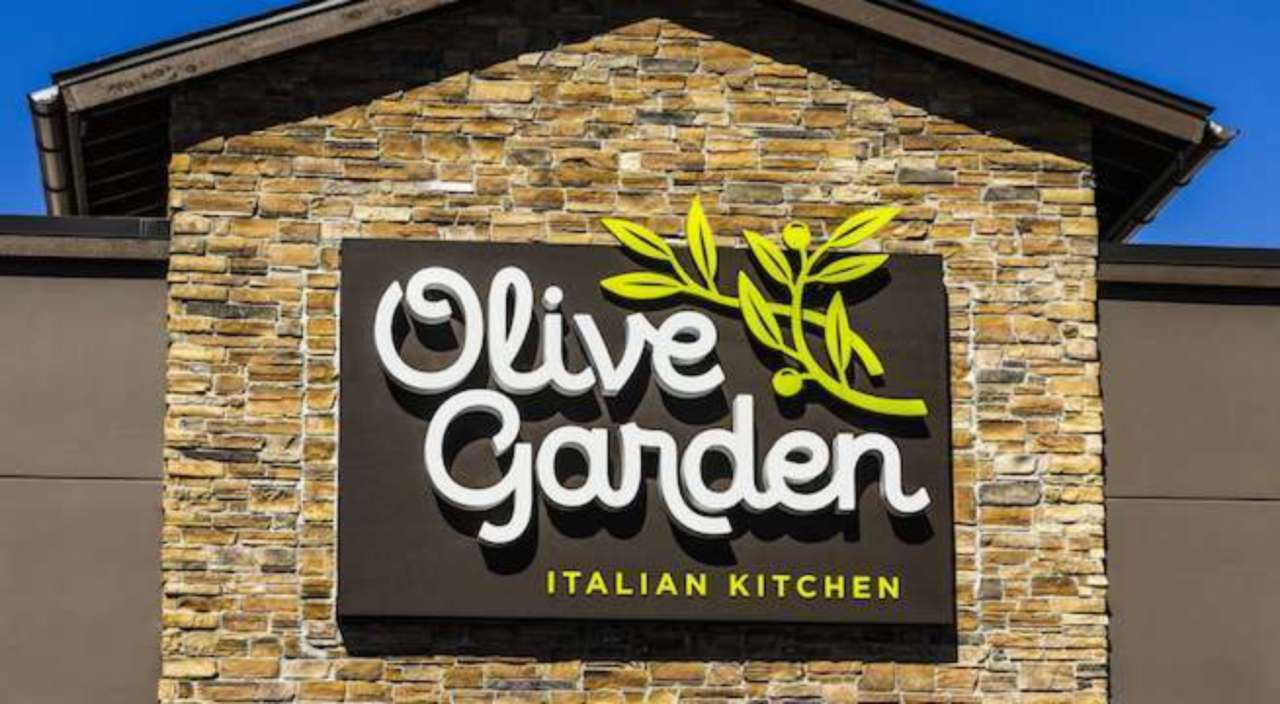 7 Things You Never Knew About Olive Garden Straight From An Employee