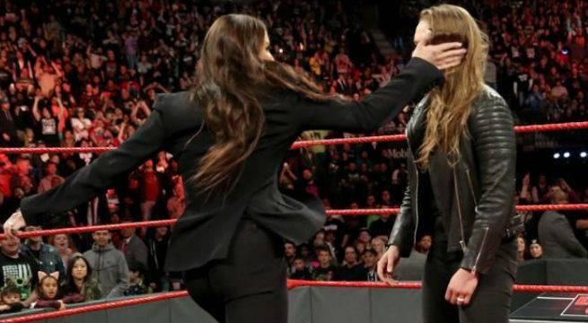 Stephanie-McMahon-Ronda-Rousey-slap
