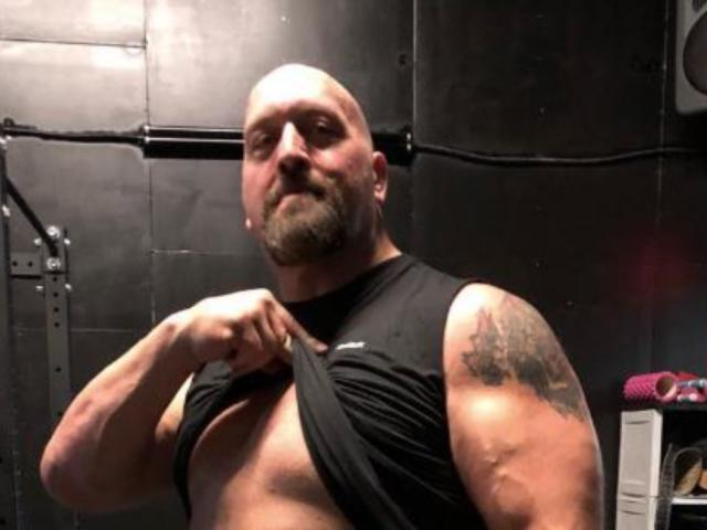 Big Show Reveals Giant Abs in New Photo