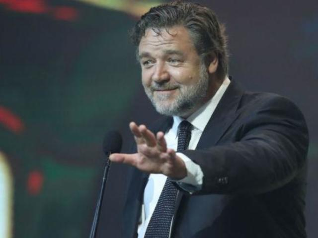 Golden Globes 2020: Russell Crowe's Climate Change 'Acceptance Speech' Has Twitter Weighing In