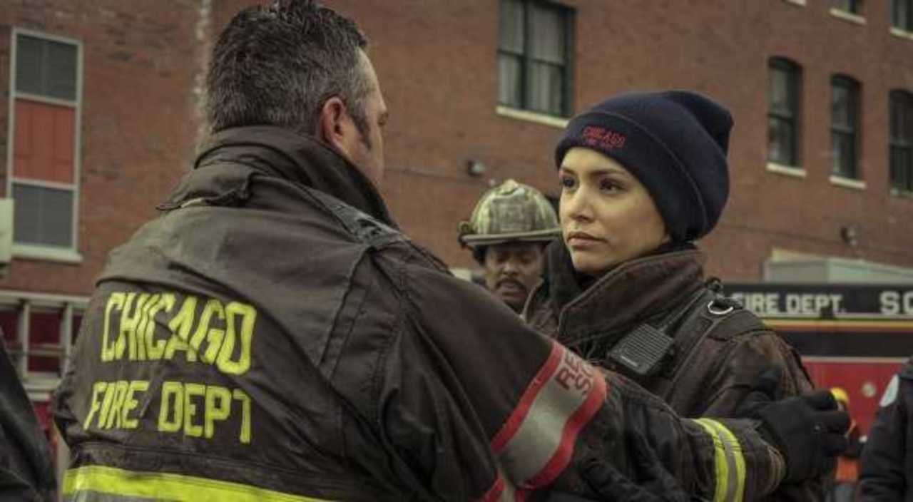 Chicago Fire Fans Want Kelly And Stella To Kiss Already