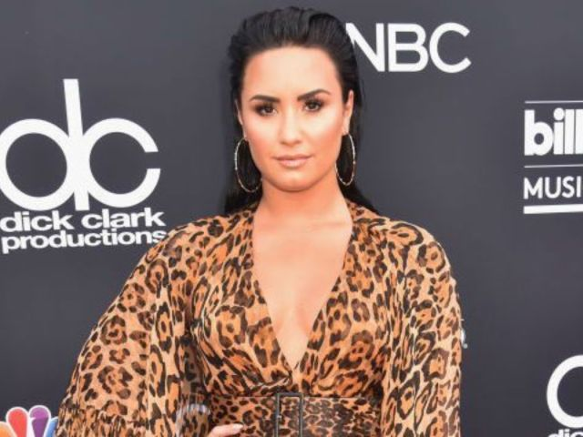 Demi Lovato Receives Praise From Fans After Posting 'Proud' Makeup-Free Selfie