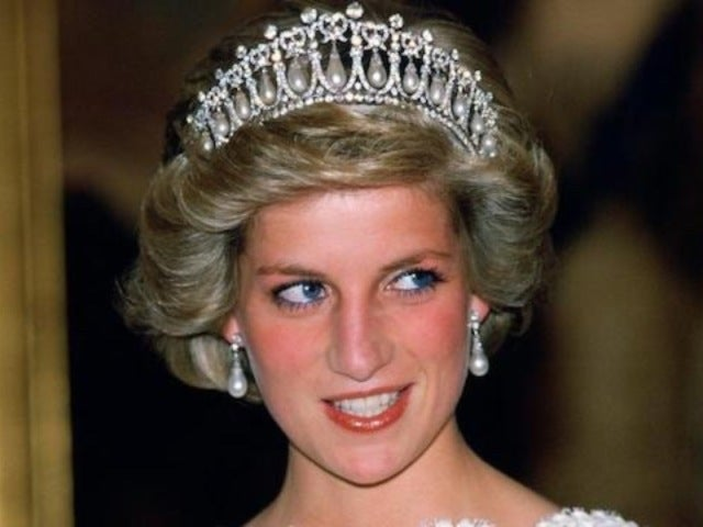 'The Crown': Princess Diana Will Be Played by Emma Corrin
