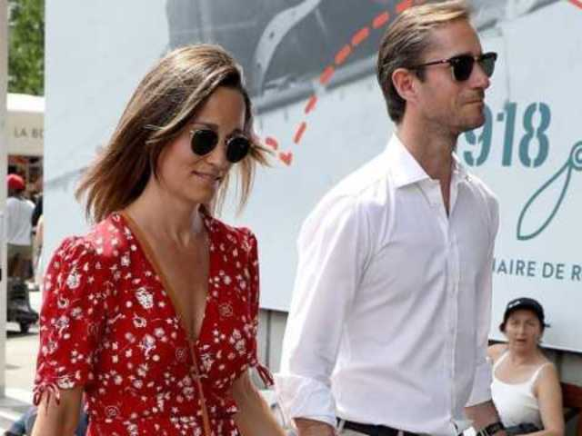 Pregnant Pippa Middleton Shows off Growing Baby Bump in London