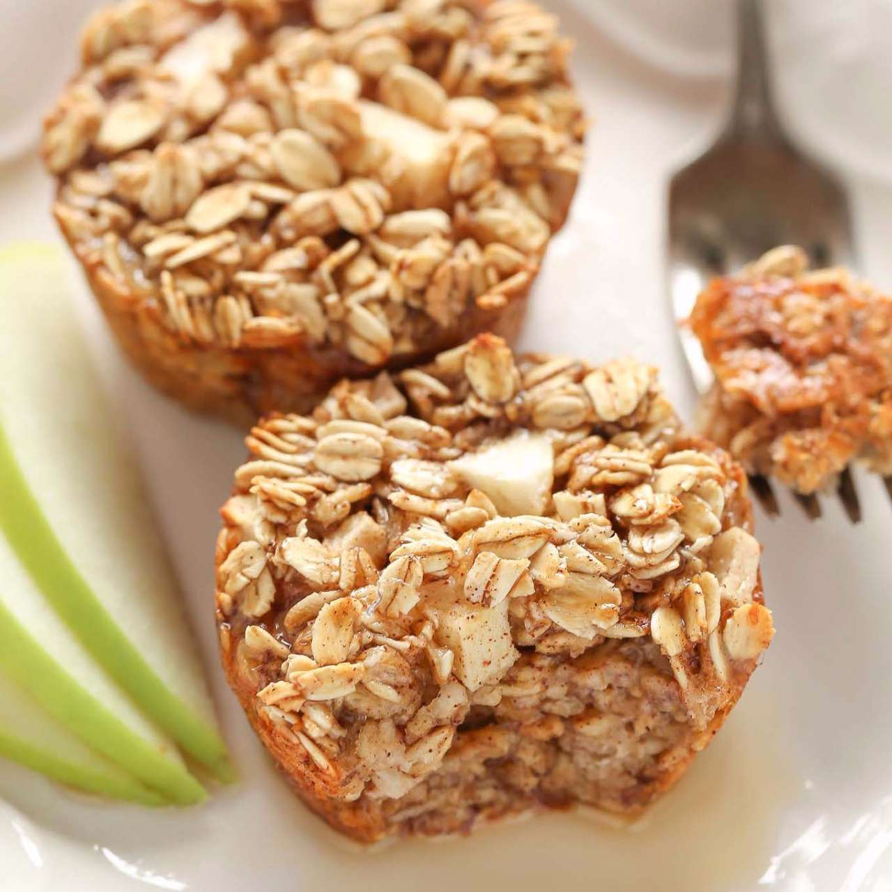 Apple-Cinnamon-Baked-Oatmeal-Cups-2-copy