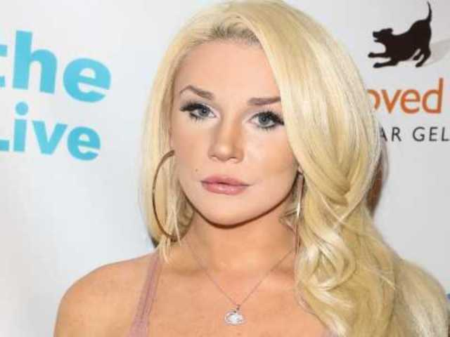 Courtney Stodden Ditches the Blonde and Shows off Her New Hair Color