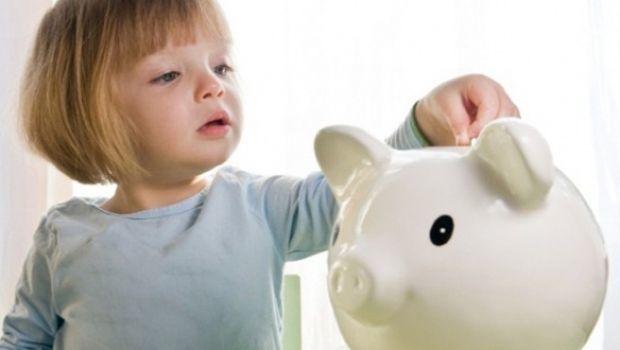 istock-child-piggy-bank