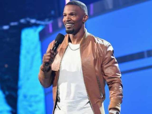 BET Awards 2018: Host Jamie Foxx Pays Tribute to XXXTentacion With Powerful Speech