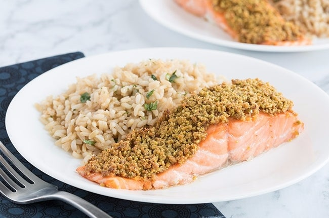 Pistachio-Crusted-Salmon-with-Cilantro-Lime-Rice_RESIZED-11
